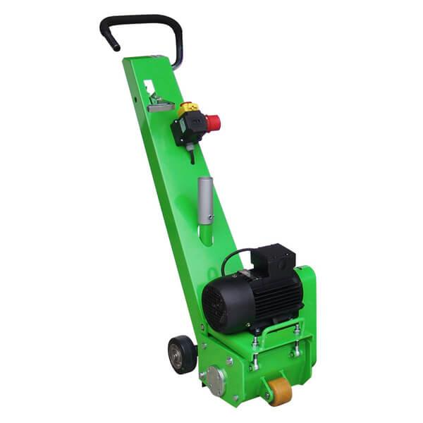 Die schlicht aber effizient komprimierte Bodenfräsmaschine DBF-200-E400 überzeugt durch seine exzellente Manövrierfähigkeit, die auf dem Bild erkennbar ist.
