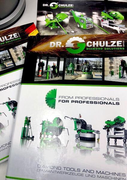 Auf dem Bild ist eine Kollage aus mehreren Preislisten stellvertretend für die Auflistung der Preislisten der Dr. Schulze GmbH Produkte abgebildet.