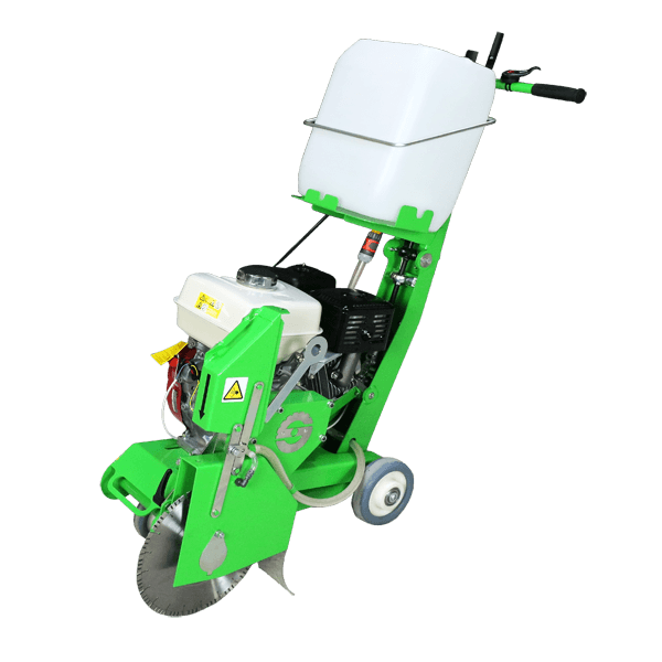 The petrol floor saw FS-350 ECO-B impresses with its lightness and compactness, which are immediately visible on this product image from production.