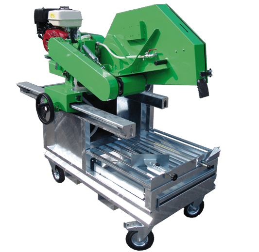 Powerful block saw with four transport rollers and a Honda petrol engine for cutting discs with a diameter of 1000 mm and cutting depths of up to 405 mm.