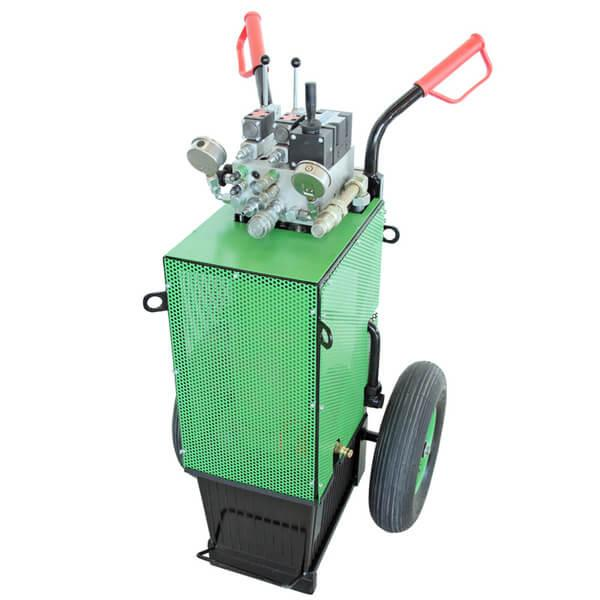 Green hydraulic unit A23-M / A23-RC with integrated fully automatic hydraulic system for controlling hydraulic feed and lowering drives on the workspace.