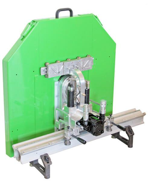 Green fully hydraulic swivel arm wall saw SW800 with automatic feed and lowering for cuts up to 710 mm depth with cutting discs up to Ø1600 mm.