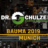 Präsentationsbild zur Messe Bauma 2019 in München mit einigen Hintergrunddetails und dem Schriftzug der Bauma sowie Dr. Schulze GmbH im Vordergrund.