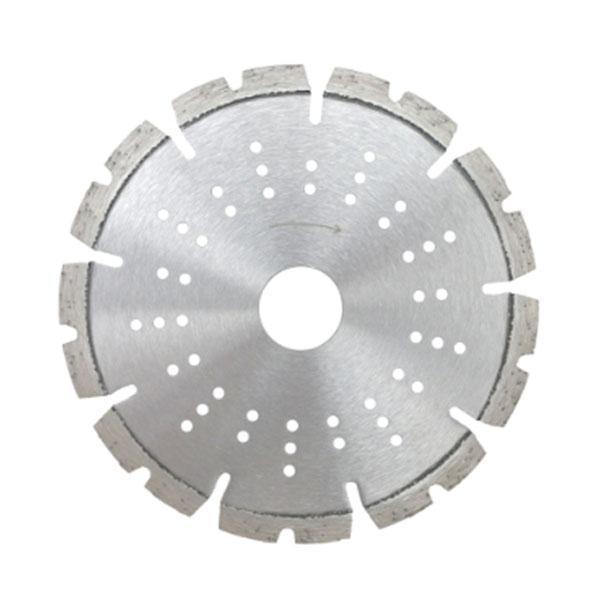 Die innovative Diamanttrennscheibe TS-Laser CG-P wurde extra entwickelt für schnellere Schnitte und längere Akku-Laufzeit mit hoher Stabilität.