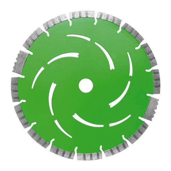 Eine auffällige grüne Farbe und ein anschauliches Kühlschlitz Muster machen die Diamanttrennscheibe Aggressor zu einem einzigartigen Hingucker.