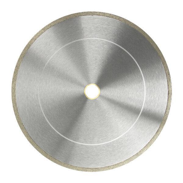 In schlichtem Silber gestaltete Diamanttrennscheibe FL-HC 2.0 verfügt über einen anders farbigen Rand und wird hier auf dem Produktbild in Aktion dargestellt.