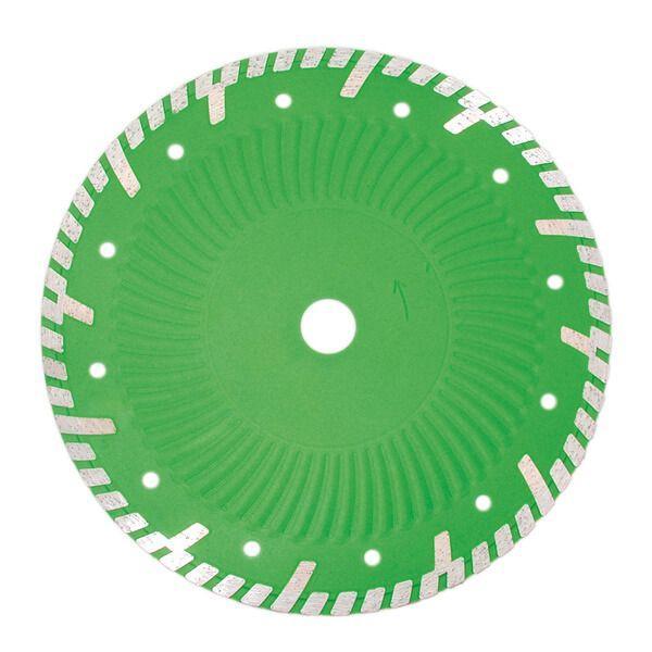 Die grüne, runde Diamanttrennscheibe Evolution verfügt über einen Turbo Vollkranz und ein silbernes Segment plus einen Kern mit Kühllöchern und Schutzsegmenten.