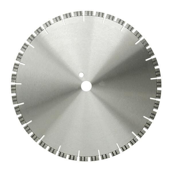 Auf diesem Produktfoto der Diamanttrennscheibe GRT ist die feine Segmentierung des Außenrandes deutlich wahrnehmbar und deutet die effektive Arbeitsweise an.