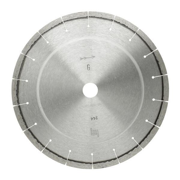 Die runde Diamanttrennscheibe L-Granit ist grau-silber und eignet sich optimal mit Steintrennmaschinen zur Bearbeitung von Granit oder Hartgestein Materialien.