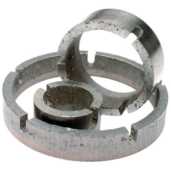 Grauer und runder DLR-G Segmentring in dünnlippiger Ausführung. Die Premium Variante garantiert schnelles und sicheres Arbeiten bei Granit und Hartgestein.