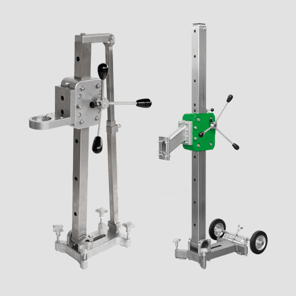 The mainly silver drill stands of the Xpert series have rotary handles for optimal fixation and set screws for a secure hold and a fast tillage.