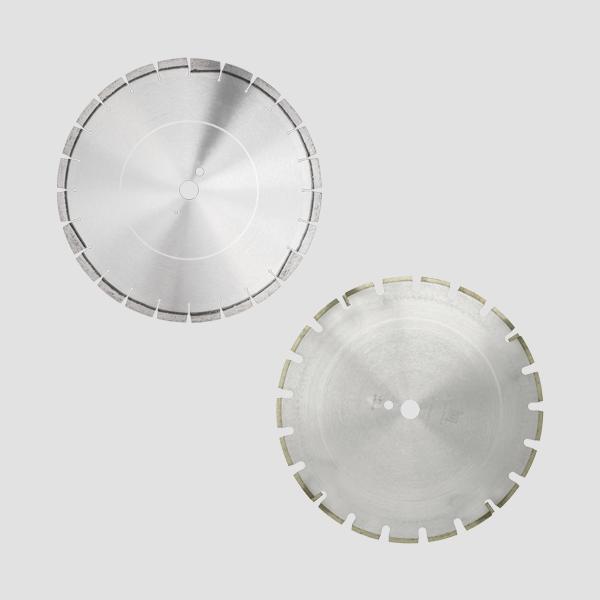 Zwei graue und runde Trennscheiben der Firma Dr. Schulze GmbH. Die bewährte Qualität sorgt für ein effizientes Arbeiten und hohen Zeiteinsparungen