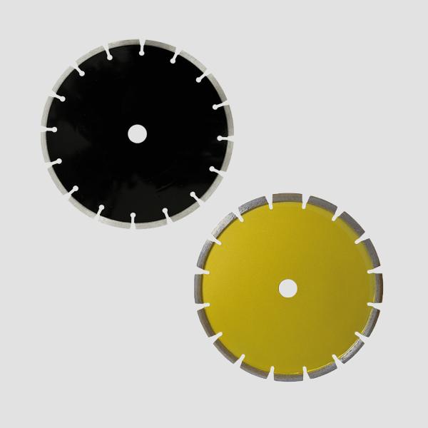 Die Diamanttrennscheiben zur Bearbeitung abrasiver Materialien überzeugen mit hoher Qualität und robuster, tiefer Engverzahnung für hervorragende Ergebnisse.
