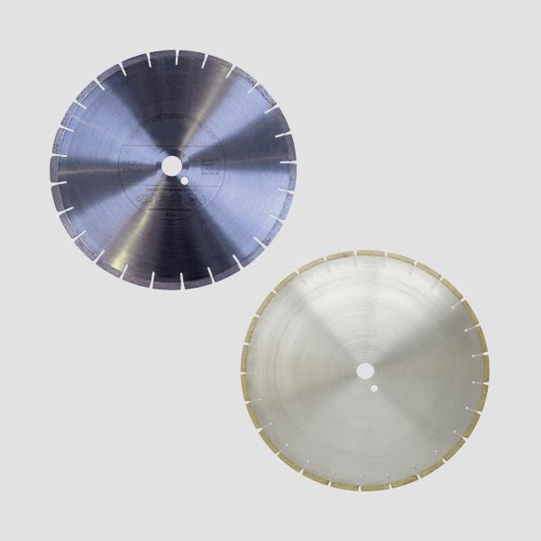 Dieses Foto zeigt eine Kombination aus zwei starken Diamanttrennscheiben, die perfekt geeignet sind für aufwendige Arbeiten mit Klinker oder Feuerfest.