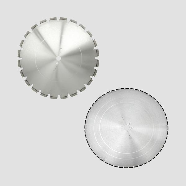 Die modernen und innovativen Blocksteinsägen der Dr. Schulze GmbH sind kompatibel mit den passenden Diamanttrennscheiben, diese sind hier sichtbar.